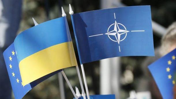 Украина признала курс начленство вНАТО основой внешней политики
