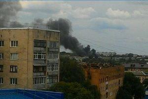 В Ровно горит воинская часть: в небо поднялся черный дым