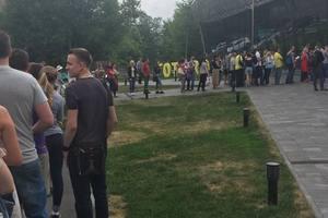 Киевляне выстаивают огромные очереди ради биометрических паспортов