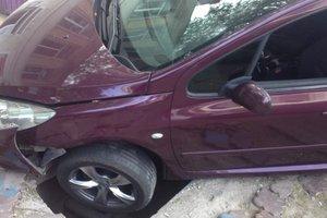 В центре Одессы под машиной провалился асфальт