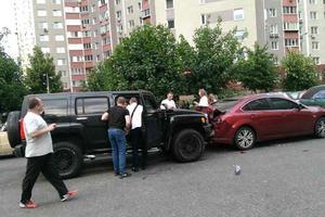 В Киеве неадекватный водитель протаранил пять машин, есть пострадашие