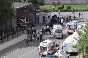 В Турции взорвалась заминированная машина, есть жертвы