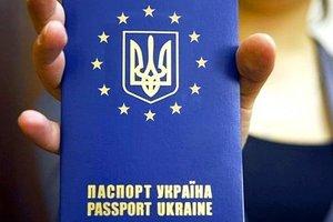 Порошенко: Более 4 млн украинцев получили биометрические паспорта