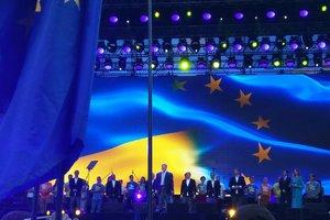 В Киеве тысячи людей празднуют вступление в силу безвиза с ЕС