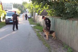 Во дворе Киева прогремел взрыв, на асфальте образовалась воронка