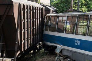 Поезд столкнулся с трамваем в Днепре: есть погибший