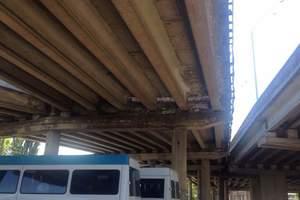 Киевляне паникуют: в столице рассыпается Южный мост