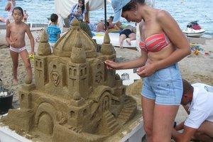 Битва изваяний: в Одессе создали из песка замок, сфинкса и оперу со щупальцами