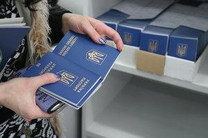 Украинцам с оккупированных территорий биометрические паспорта будут выдавать после спецпроверки