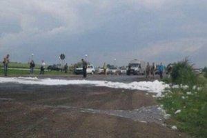 Во Львовской области перевернулся военный грузовик, перевозивший ракетное топливо