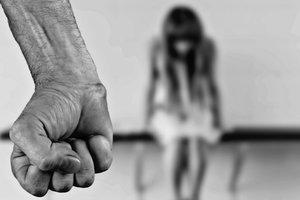 На Донбассе отчим-педофил годами развращал дочерей