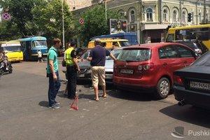 В Одессе массовое ДТП парализовало движение трамваев