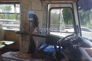 В Киеве в маршрутке прогремел взрыв, пострадали водитель и пассажиры