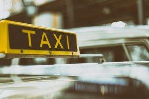 В Житомирской области суррогатная мама родила девочку в такси по дороге в роддом