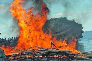 Борьба за пляж-лагуну в Одессе: активисты устроили драку и пожар