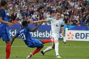 Франция в меньшинстве обыграла Англию. Видео голов и обзор матча