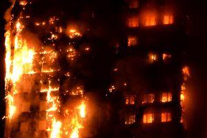 27-этажная жилой дом в Лондоне превратился в факел: жуткие фото