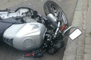 В Киеве мотоциклист врезался в маршрутку