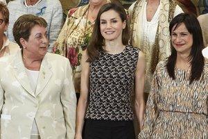 Королева Испании надела на официальную встречу платье с открытыми плечами за 900 долларов