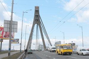 В Киеве частично ограничат движение на Московском мосту