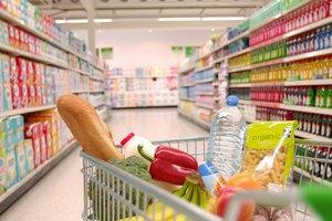 В Донецке взялись за украинские товары: рынки лихорадит, а в супермаркетах не спешат убирать продукцию