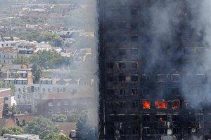 При пожаре в Лондоне ребенок выжил после падения с высоты 10 этажа