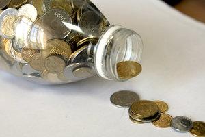Украинцы стали уносить деньги из банков
