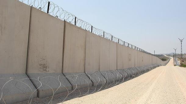Турция отгородилась отСирии стеной, наочереди Иран