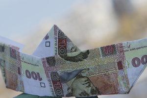 Средняя зарплата в Украине выросла на 40%