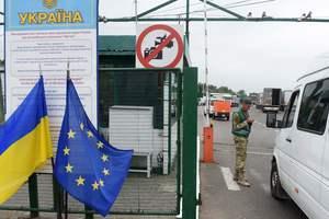 """Украинцы """"прорывают"""" границу: по безвизу уже уехали почти 8,7 тыс. человек, но 16 отказали"""