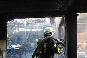 В Киеве произошел масштабный пожар на складе металлопластиковых окон