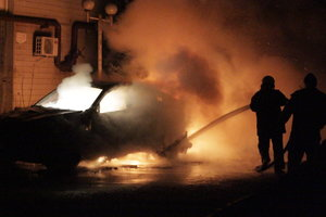 В Киеве на парковке дотла сгорел элитный автомобиль