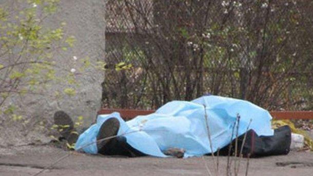 Тело мужчина на улице нашла его мать. Фото: readovka.ru