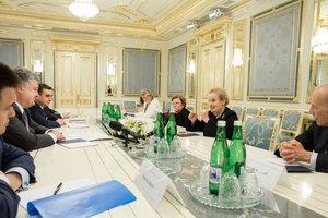 Россия провоцирует обострение на Донбассе – Порошенко на встрече с Олбрайт