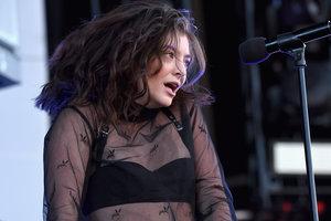 20-летняя певица Лорд выпустила новый альбом Melodrama