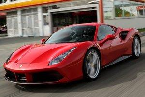 Угонщика Ferrari поймали, когда он попрошайничал на бензин
