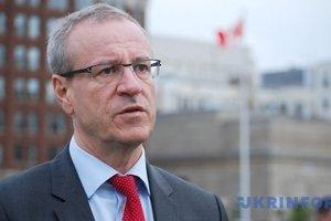 Канадский депутат призвал отменить визы для украинцев