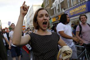 В Лондоне вспыхнули стихийные акции протеста после пожара