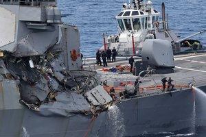 Подробности столкновения эсминца США и торгового судна: ранен командир корабля