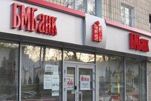 Во Львове неизвестные подожгли помещение банка