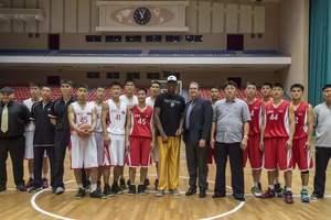 Знаменитый баскетболист Деннис Родман подарил лидеру КНДР книгу Трампа