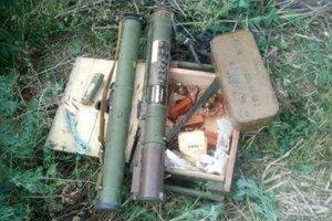 В Марьинке мужчина хранил внушительный арсенал оружия
