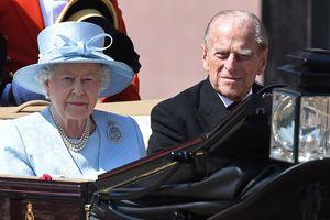 В Британии пятеро гвардейцев упали в обморок во время парада в честь королевы