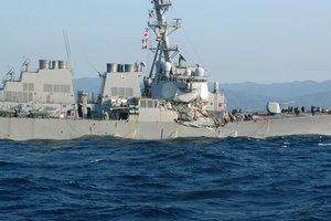 Эсминец ВМС США вернулся на базу в Японии после столкновения