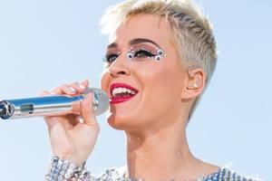 Певица Кэти Перри впервые в истории Twitter собрала 100 млн подписчиков