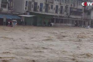 В Китае от наводнения пострадали более 220 тысяч человек (видео)