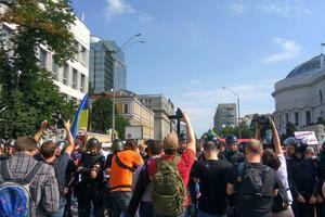 Марш равенства в Киеве завершился: противники шествия продолжают стычки с полицией