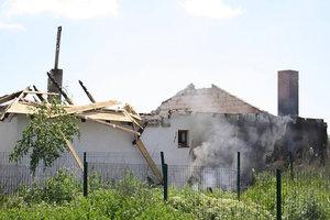 Мощный обстрелы поселка под Мариуполем: в сети появилось видео разрушений