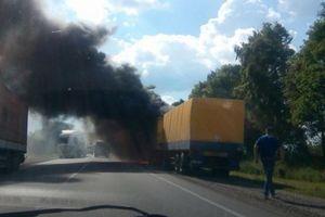 На дороге Киев – Чоп загорелся грузовик с детским питанием и памперсами