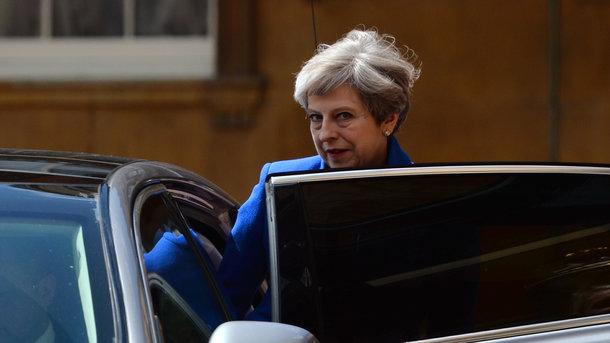 Макрон обсудил сМэй выход Англии из европейского союза